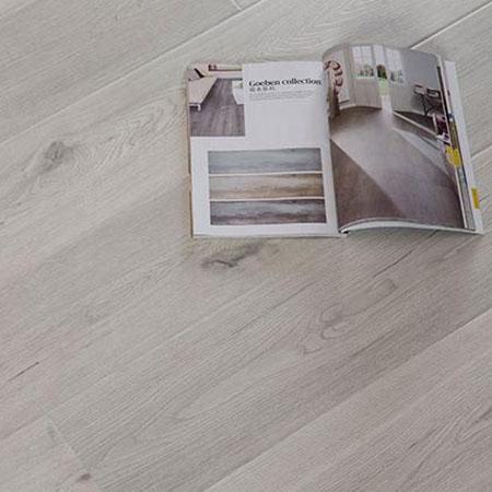 OAK Synchronized Laminate Flooring